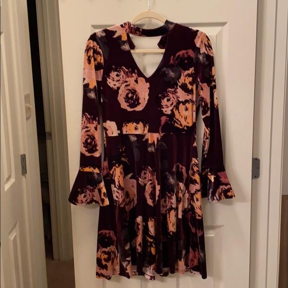 Ivanka Trump Dresses & Skirts - Ivanka Trump bell long sleeves velour floral dress
